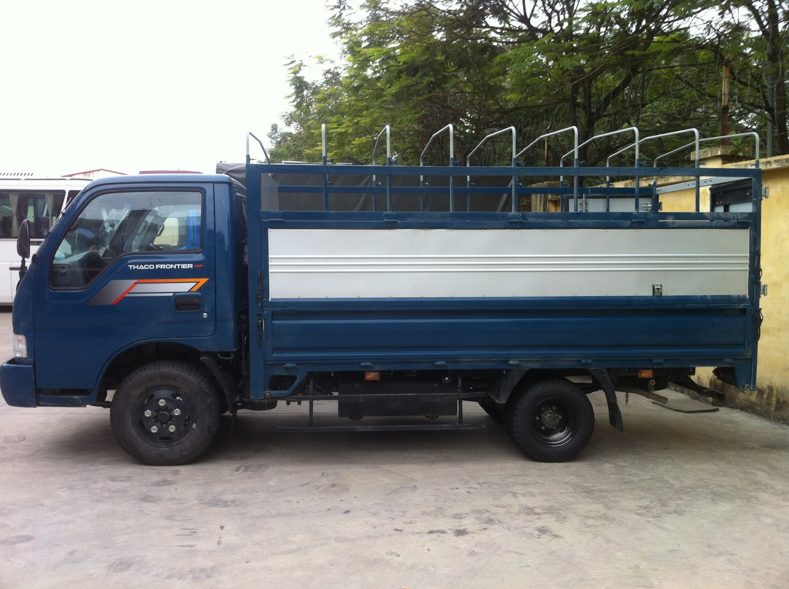 Thuê xe tải chở hàng 2 tấn tại Hà Nội chuyên nghiệp, giá tốt